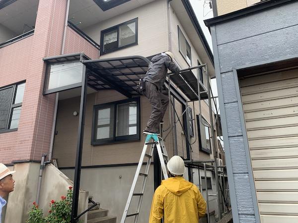 上越市高田地内にて後付け屋根外しと玄関、窓の調整です!