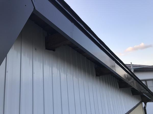 上越市高田地内のM様宅屋根塗装工事を行いました。上塗り編