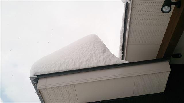 雪と屋根(横)