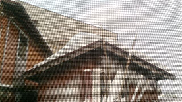 切妻屋根の雪