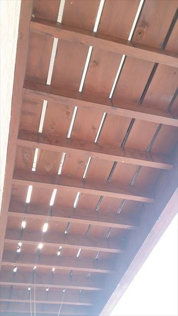 木製ベランダの裏側
