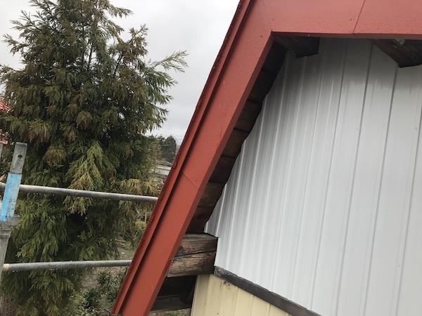 納屋 北面 破風板 左