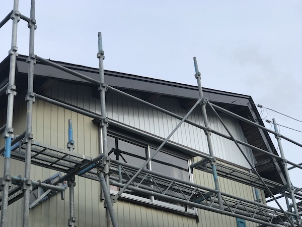 上越市高田地内のM様宅屋根塗装を行いました!