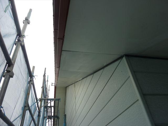 外壁塗装 軒天中塗り