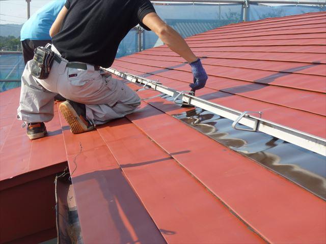 屋根塗装 中塗り塗装