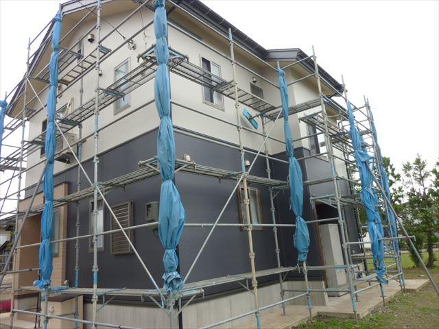 上越市高田地内にての外壁張替え工事の最後の仕上げです!