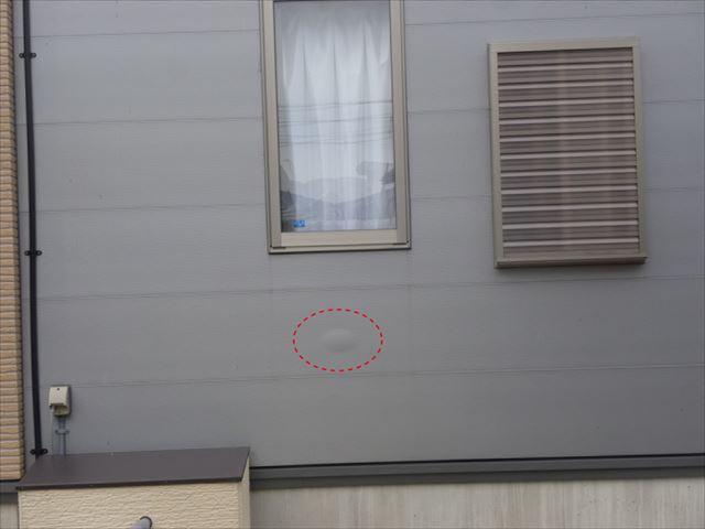 サイディング外壁のふくらみ